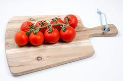 Pomodori sulla tabella di legno Fotografie Stock Libere da Diritti