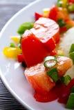 Pomodori un pepe con l'insalata della erba cipollina Fotografie Stock