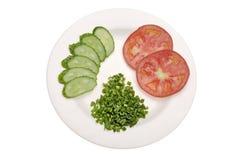 Pomodoro affettato, cetriolo e cipolla verde fotografia stock