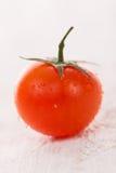Pomodoro ciliegia con le gocce di acqua Fotografie Stock Libere da Diritti