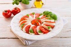 Pomodoro con il formaggio della mozzarella Immagine Stock