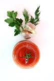 Pomodoro con verde isolato Fotografia Stock