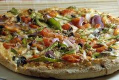 Pomodoro e fungo del capsico della pizza immagine stock libera da diritti