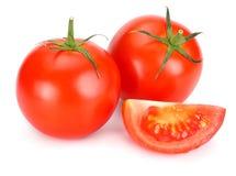 Pomodoro fresco isolato su priorità bassa bianca Fine in su immagini stock libere da diritti