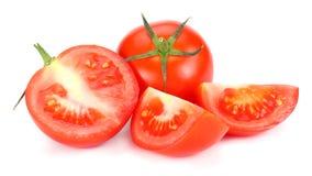 Pomodoro fresco isolato su priorità bassa bianca Fine in su immagine stock libera da diritti