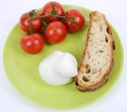 Pomodoro Mediterraneo di dieta e mozzarella e pane immagini stock