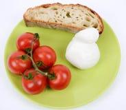 Pomodoro Mediterraneo di dieta e mozzarella e pane fotografia stock libera da diritti