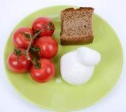 Pomodoro Mediterraneo, mozzarella e pane nero di dieta fotografia stock libera da diritti