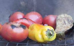 Pomodoro sulla griglia Immagini Stock