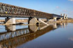 特切夫,pomorskie/波兰- 2019年3月,28日: 老历史利塞夫斯基桥梁 横跨维斯瓦河的平交道口 免版税库存图片