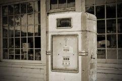 Pompa della benzina dell'annata (BW) Fotografia Stock Libera da Diritti