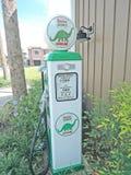 Pompa di benzina d'annata Fotografia Stock Libera da Diritti