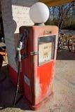 Pompa di benzina dell'annata fotografia stock libera da diritti