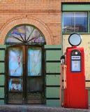 Pompa di gas dell'annata e vetro invecchiato Fotografie Stock