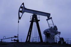 Pompa di olio industriale immagine stock