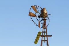 Pompa di vento abbandonata Fotografia Stock Libera da Diritti