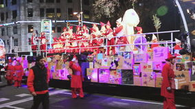 Pompa festiva en honor de la llegada de tres reyes Barcelona, Cataluña almacen de video