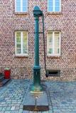 Pompa idraulica storica in Bedburg alt-Kaster, Germania Immagini Stock