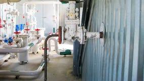 Pompage de l'eau de pompage Valve de main sur le tuyau photos libres de droits