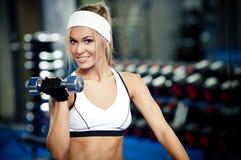 Pompage du biceps Image libre de droits