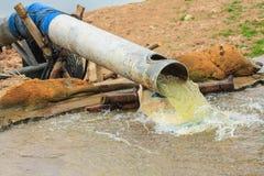Pompaggio del tubo. Fotografie Stock