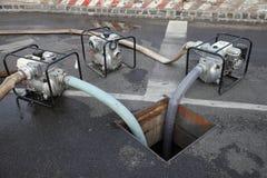 Pompaggio dell'acqua Immagini Stock Libere da Diritti