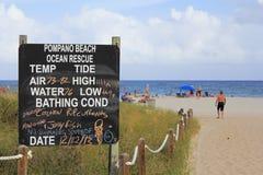Pompano oceanu ratuneku Plażowy znak Obrazy Royalty Free