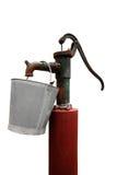 Pompe à eau de main avec le seau en métal Image libre de droits