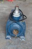 Pompe à eau - vieille Image libre de droits