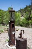 Pompe à gaz abandonnée Images stock