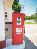 Pompe à gaz mobile dans la petite pierre Photo libre de droits