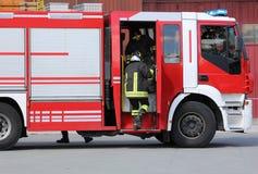 Pompe ? incendie et sapeurs-pompiers photographie stock libre de droits