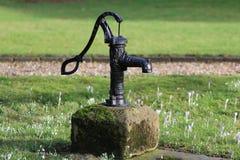 Pompe à main de l'eau Photographie stock