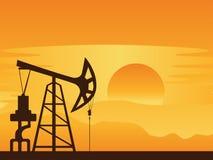 Pompe de pétrole au coucher du soleil Images libres de droits