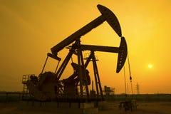 Pompe di olio. fotografie stock libere da diritti