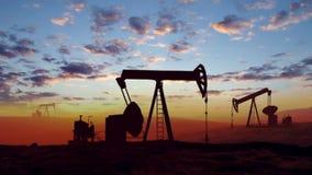 Pompe di olio al tramonto video d archivio