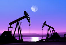 Pompe di olio alla notte Fotografia Stock