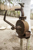 Pompe à eau démodée Photo stock