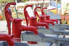 Pompe idrauliche meccaniche rosse Immagini Stock