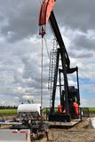 Pompe Jack de puits de pétrole image stock