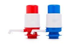 Pompe pour le distributeur de l'eau d'isolement sur le blanc Photographie stock