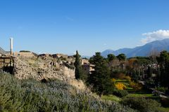 Pompei is een oude die stad in ADVERTENTIE 79 wordt begraven van de uitbarsting van de Vesuvius royalty-vrije stock foto
