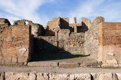 Pompei is een oude die stad in ADVERTENTIE 79 wordt begraven van de uitbarsting van de Vesuvius royalty-vrije stock foto's