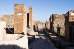 Pompei is een oude die stad in ADVERTENTIE 79 wordt begraven van de uitbarsting van de Vesuvius stock foto's