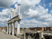 Pompei fördärvar den forntida romaren - Pompei Scavi väggar och kolonner Royaltyfria Bilder