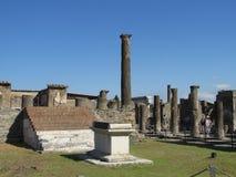 Pompei fördärvar den forntida romaren - Pompei Scavi väggar och kolonner Arkivbilder