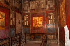 Pompeii den b?sta bevarade arkeologiska platsen i v?rlden, Italien Frescoes på innerväggen hemma som förstörs av utbrott fotografering för bildbyråer