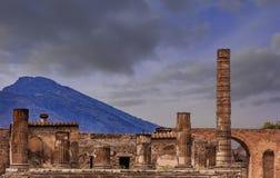 Pompeii et Vésuve au crépuscule photographie stock libre de droits