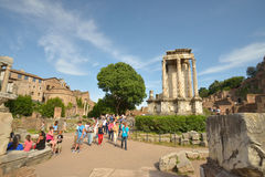 Pompeii, ITALIE - 1er juin : Archéologues réalisant le travail de restauration dans des ruines de PompeiiRoman Pompeii après l'ér Image stock