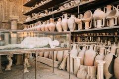 Pompeii, Italie Objets façonnés dans le grenier de Pompeii photos stock